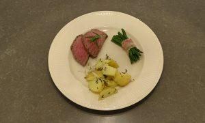 Biefstuk uit de oven met gegrilde aardappels en haricoverts van Vako Vino