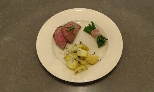 Biefstuk uit de oven met gegrilde aardappels en haricoverts