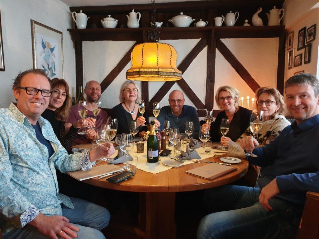 Groepsfoto wijnproefclub WeProeven